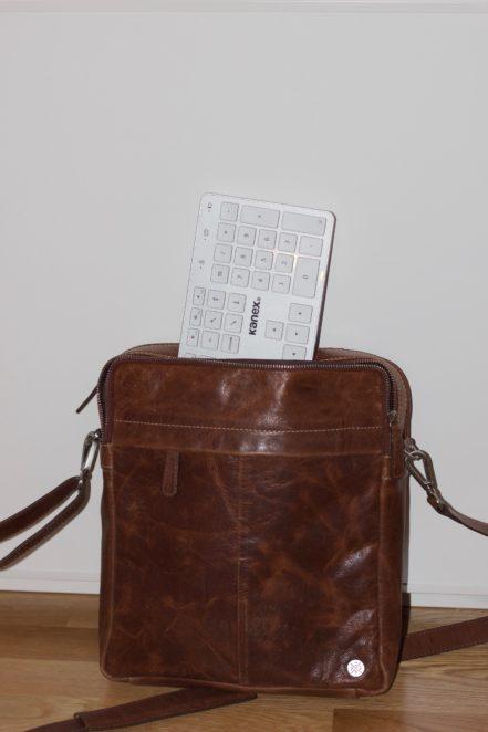 På språng med en iPad-väska är Kanex något för stor.
